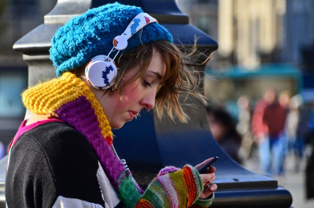 girl-phone-listening-to-music