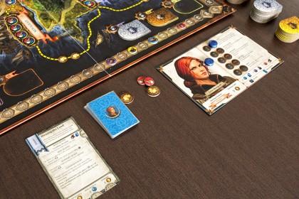 Картата на героя с прилежащите й тоукени и карти.