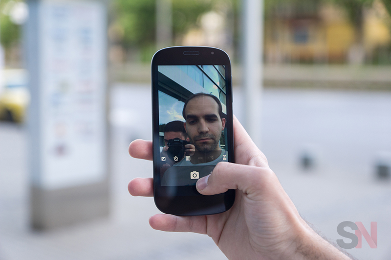 YotaPhone-2-Picture-10