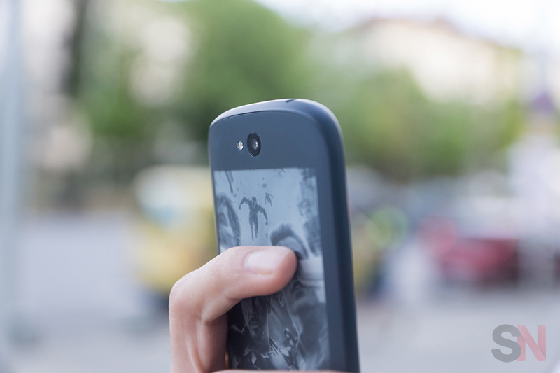 YotaPhone-2-Picture-11