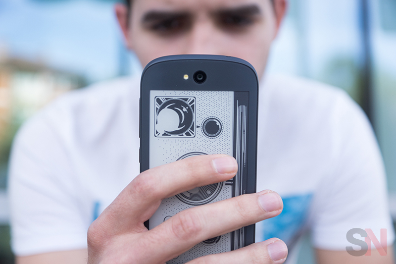 YotaPhone-2-Picture-2