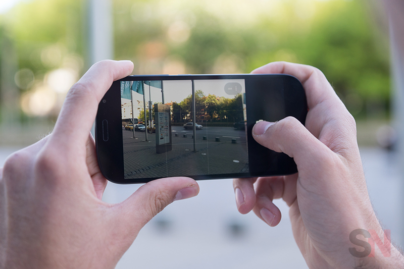 YotaPhone-2-Picture-8