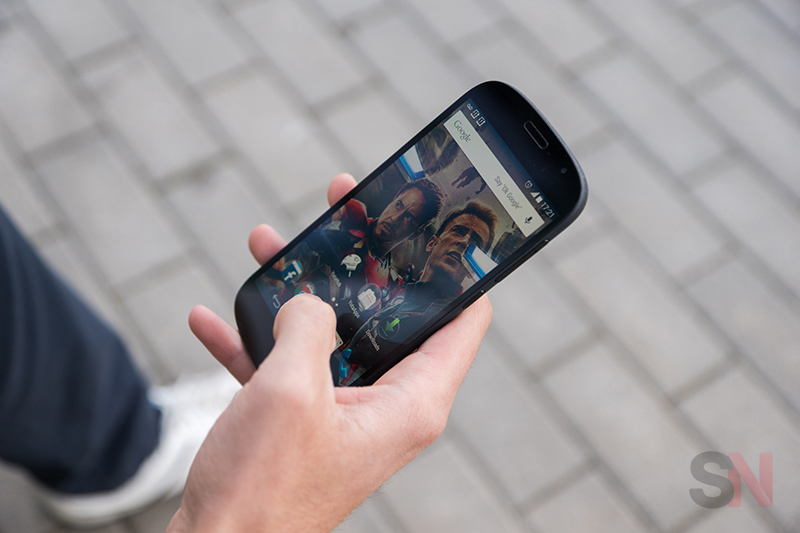 YotaPhone-2-Picture