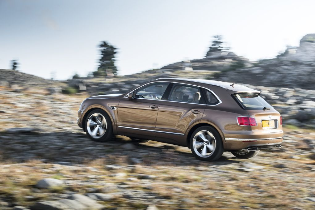 bentley-bentayga-suv-2015-9