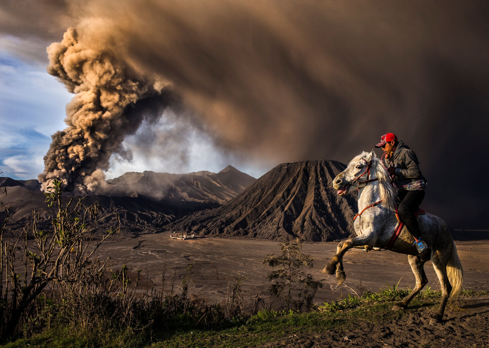 Mt. Bromo, Indonesia | Снимка: Reynold Dewantara / National Geographic