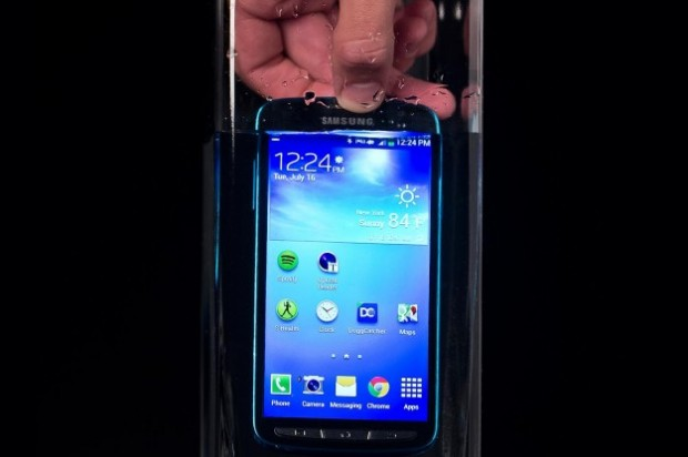 samsung-galaxy-s4-active-in-water-625x625